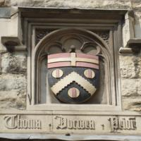Shield_of_Sir_Thomas_Docwra_at_St_Johns_Gate.jpg